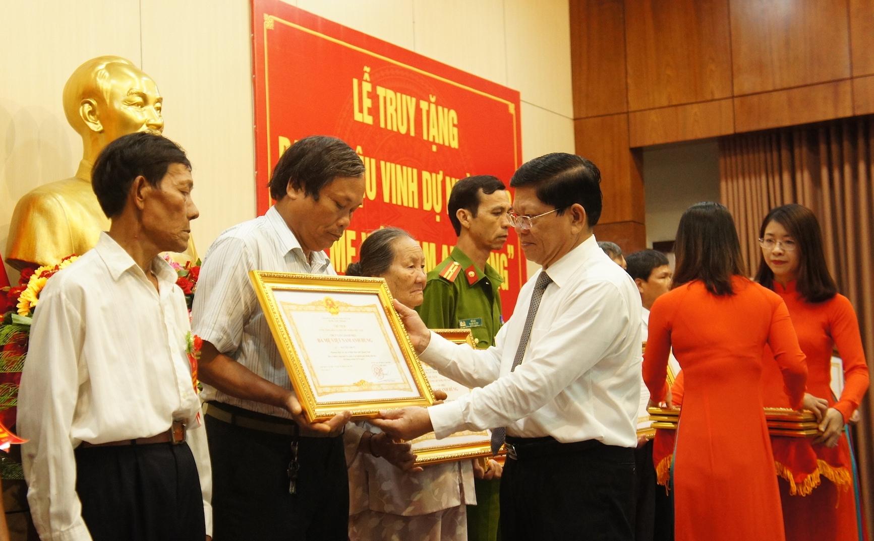 Đà Nẵng truy tặng danh hiệu Bà mẹ Việt Nam anh hùng cho 25 Mẹ