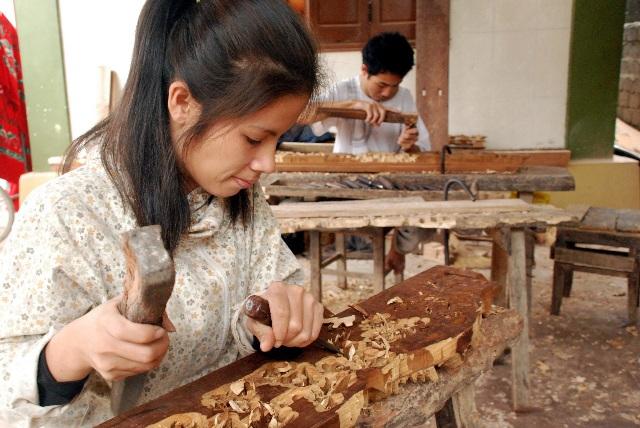 Vang danh làng mộc Quỳnh Hưng