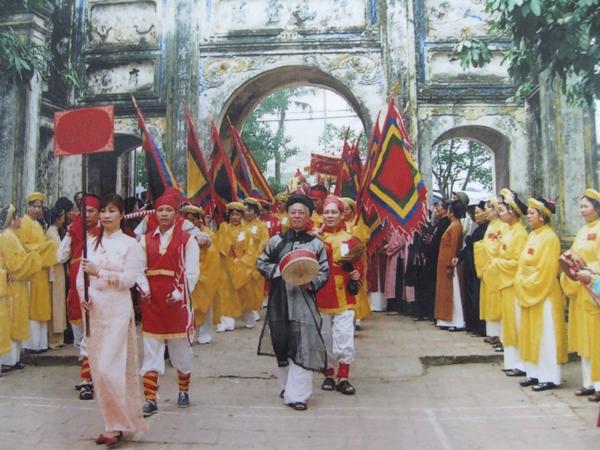 Thập tam trại và Lễ hội làng Lệ Mật