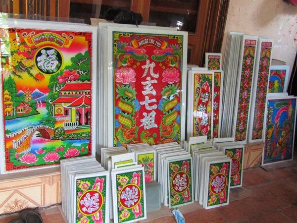 Nghề vẽ tranh trên kiếng ở Chợ Mới