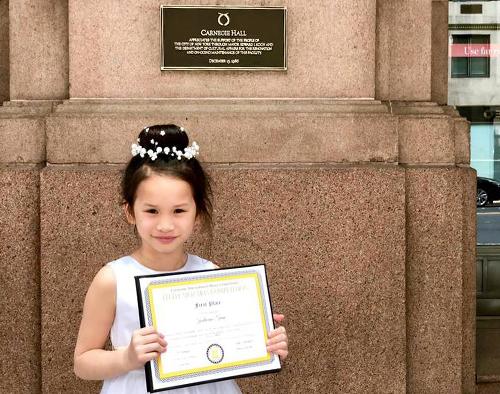 Bé gái gốc Việt 6 tuổi giành hai giải nhất piano quốc tế tại Mỹ