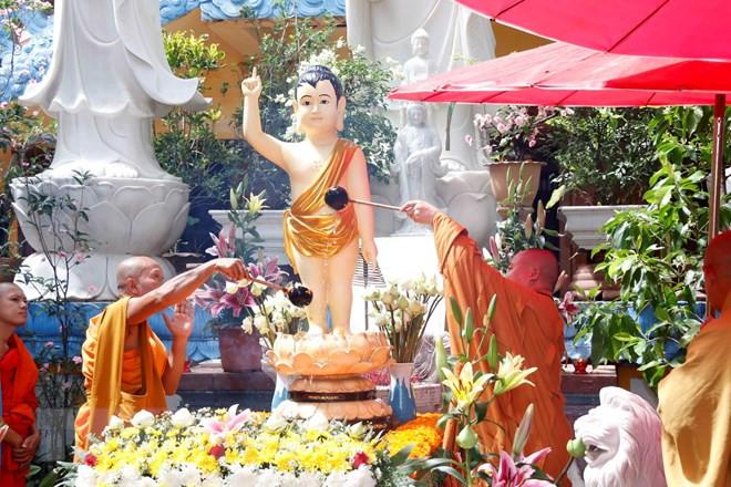 Cộng đồng người Việt Nam tại nước ngoài mừng Đại lễ Phật đản