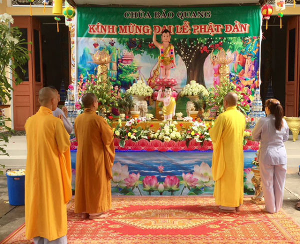 Cộng đồng người Việt Nam tại Trung Lào tổ chức Lễ Phật đản 2018