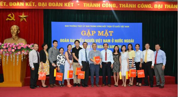 Gặp mặt Đoàn đại biểu kiều bào về tham dự Hội nghị VEAM 2018