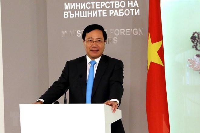 Phó Thủ tướng Phạm Bình Minh thăm Đại sứ quán Việt Nam tại Romania