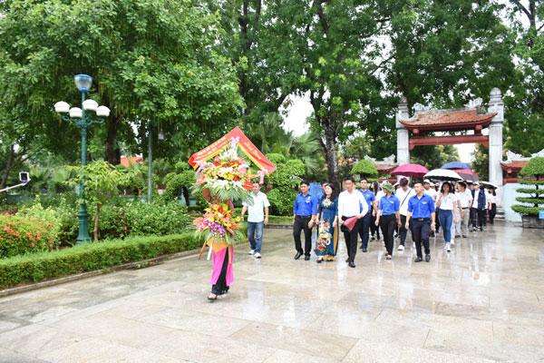 Thanh thiếu niên kiều bào trên quê hương Chủ tịch Hồ Chí Minh