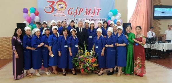 Kỷ niệm 30 năm ngày những cô thợ dệt Việt Nam làm việc tại nhà máy Đarnhitsa Kiev - Ucraina