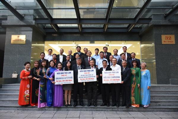 Lễ tiếp nhận và trao tiền quyên góp của kiều bào tại Thái Lan