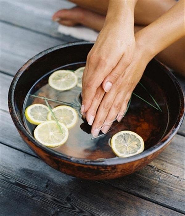 5 mẹo giữ móng tay luôn bóng khỏe trong mùa đông