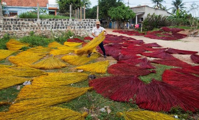 Gìn giữ làng nghề dệt chiếu cói Phú Tân