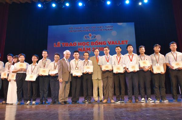 620 học sinh, sinh viên miền Bắc nhận học bổng Vallet