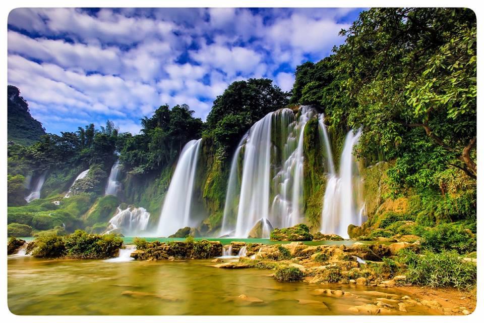Vẻ đẹp hùng vĩ thác Bản Giốc mùa nước đổ