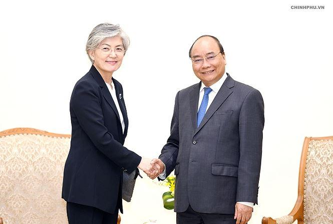 Thủ tướng Nguyễn Xuân Phúc tiếp Bộ trưởng Ngoại giao Hàn Quốc