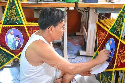 Nhộn nhịp làng nghề truyền thống làm đèn ông sao Báo Đáp