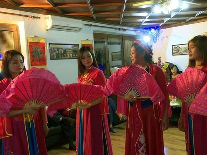 """""""Tiếng hát từ quê hương"""" kết nối cộng đồng người Việt tại Séc"""