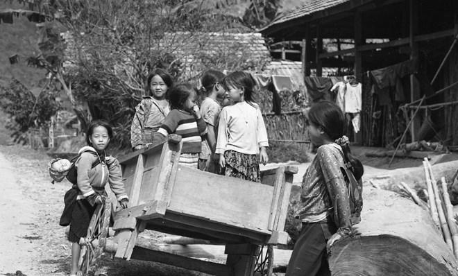 Cuộc sống nơi cao nguyên đá Đồng Văn qua những bức ảnh đen trắng