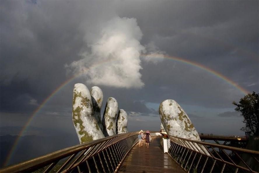 """Cầu Vàng Đà Nẵng """"khuấy đảo"""" truyền thông thế giới"""