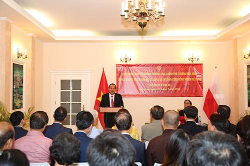 Phó Thủ tướng Thường trực thăm Đại sứ quán, gặp gỡ người Việt tại Ba Lan