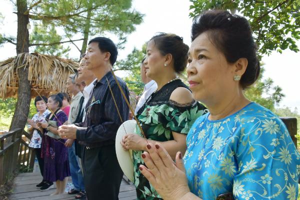 Đoàn cựu giáo viên kiều bào tại Thái Lan thăm Việt Nam: Viếng mộ Đại tướng Võ Nguyên Giáp