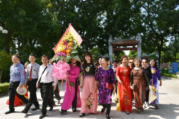 """Đoàn cựu giáo viên kiều bào tại Thái Lan: """"Chúng tôi yêu Bác Hồ không bờ không bến"""""""