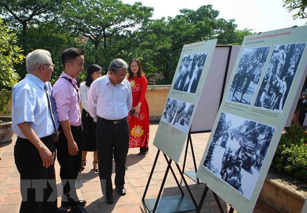 """Sống động triển lãm """"Hà Nội: Những khoảnh khắc tháng 10/1954"""""""