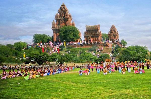 Lễ hội Katê của đồng bào Chăm Bàlamôn và Hồi giáo (Bàni)
