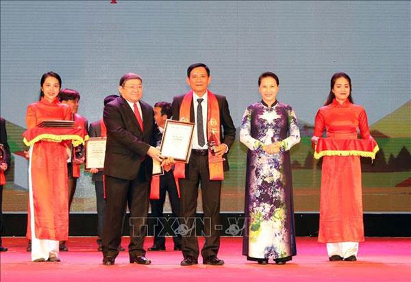 Chủ tịch Quốc hội dự Lễ tôn vinh và trao tặng danh hiệu 'Nông dân Việt Nam xuất sắc 2018'