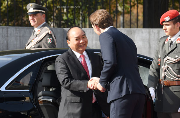 Lễ đón chính thức Thủ tướng thăm Áo