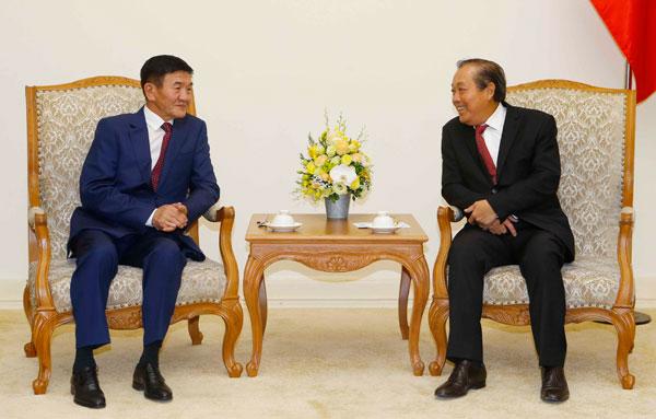 Phó Thủ tướng Thường trực tiếp Bộ trưởng Tư pháp và Nội vụ Mông Cổ