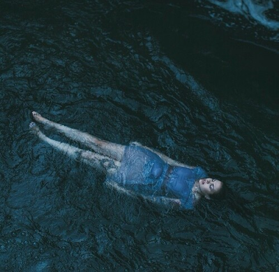 Tôi không biết bơi