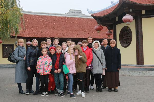 Giáo viên, học sinh Trường Quan hệ Quốc tế Kiev ấn tượng về chuyến thăm chùa Trúc Lâm Kharkov