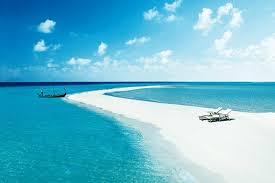 Biển, không màu...