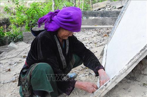 Gìn giữ nghề làm giấy dó của đồng bào Mông ở Điện Biên