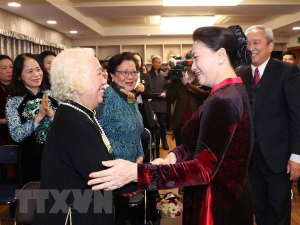 Chủ tịch Quốc hội gặp gỡ đại diện cộng đồng người Việt tại Hàn Quốc