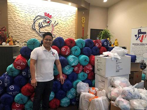 Nhà hàng Việt ở Mỹ chi 2.000 USD tặng quà cho người vô gia cư