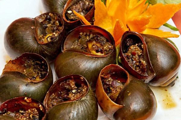 Ốc treo giàn bếp - món ăn đặc sản ở Đồng Tháp
