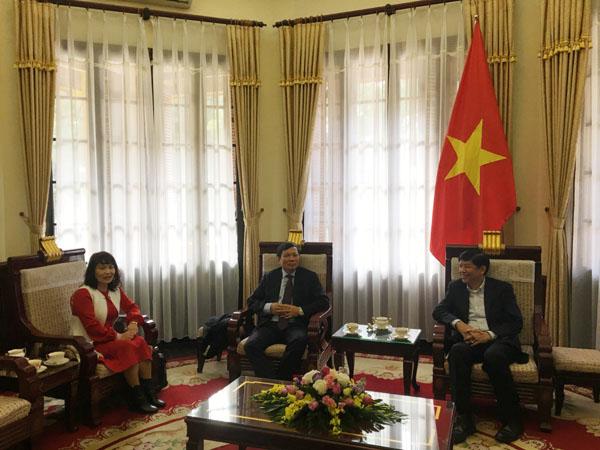 Thứ trưởng Nguyễn Quốc Cườngtiếp Chủ tịch Liên hiệp các Hội người Việt Nam tại Châu Âu