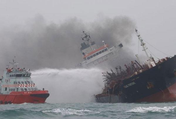 Tàu chở dầu Việt Nam cháy ở Hồng Kông: Hỗ trợ thuyền viên gặp nạn