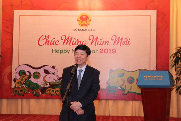Thứ trưởng Ngoại giao Nguyễn Quốc Cường gặp gỡ phóng viên, trợ lý và tùy viên báo chí nước ngoài tại Việt Nam nhân dịp năm mới 2019