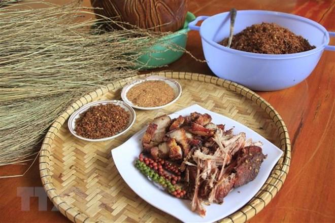Thịt lợn gác bếp - món ăn không thể thiếu của người Jrai ngày Tết
