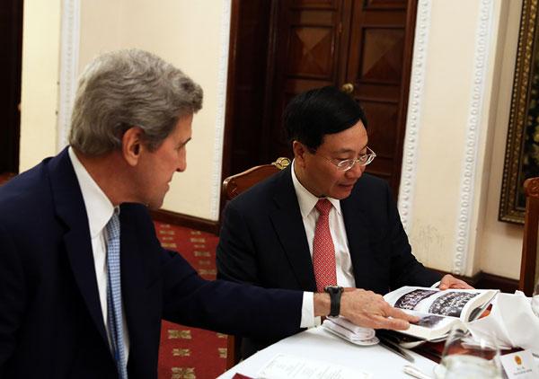 Phó Thủ tướng Phạm Bình Minh tiếp cựu Ngoại trưởng Hoa Kỳ