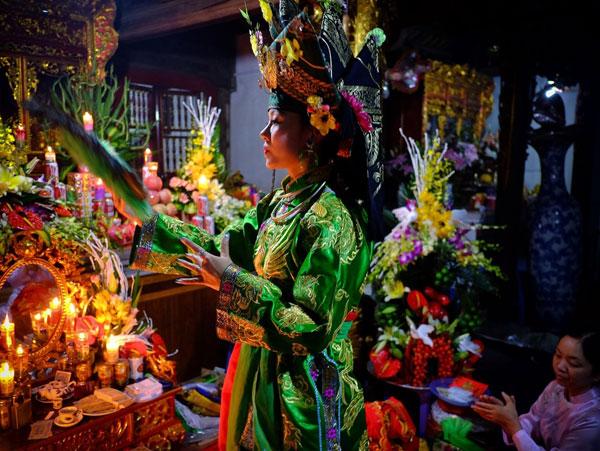 Thực hành Tín ngưỡng thờ Mẫu Tam phủ của người Việt