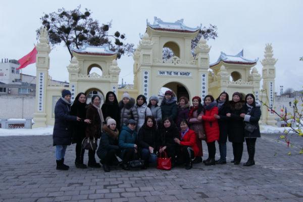 Phật tử tại Ucraina lễ chùa Trúc Lâm Kharkov đầu xuân Kỷ Hợi