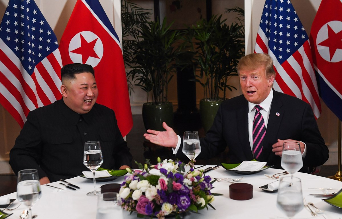 Tổng thống Trump dùng bữa tối với Chủ tịch Triều Tiên Kim Jong-un