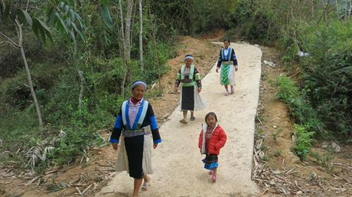 Lễ tạ ơn và đặt tên con của người Mông ở Cao Bằng