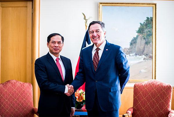 Thứ trưởng thường trực Bộ Ngoại giao Bùi Thanh Sơn thăm và tham khảo chính trị tại Chile