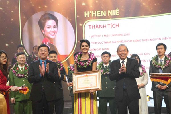 Vinh danh 10 gương mặt trẻ Việt Nam tiêu biểu năm 2018