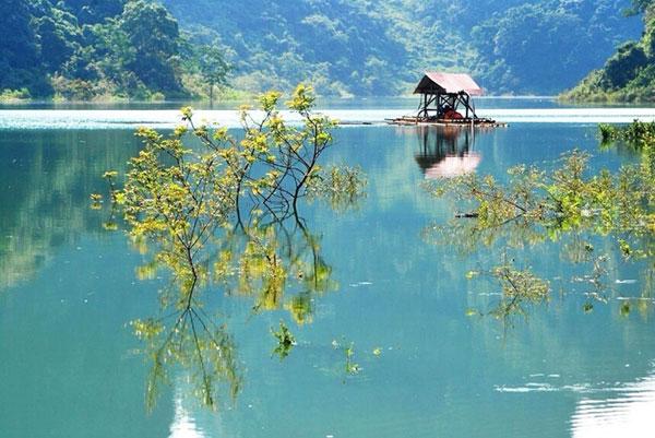 Đến Tuyệt Tình Cốc của Cao Bằng, nơi có hồ Thang Hen nước xanh trong vắt