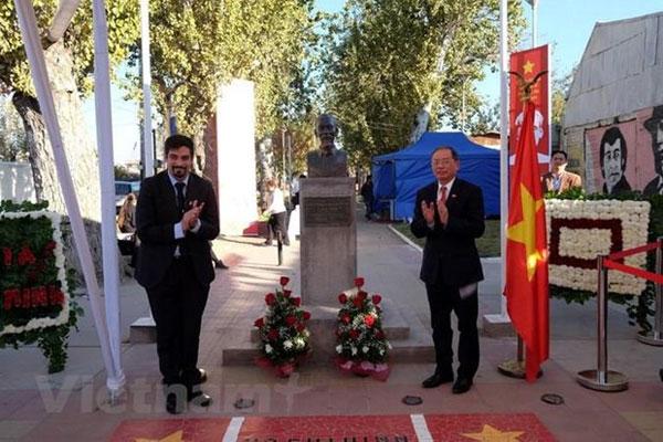 """Việt Nam và Chile ký thỏa thuận tu sửa Công viên Hồ Chí Minh và Triển lãm ảnh """"Việt Nam ngày nay và quan hệ Việt Nam- Chile"""
