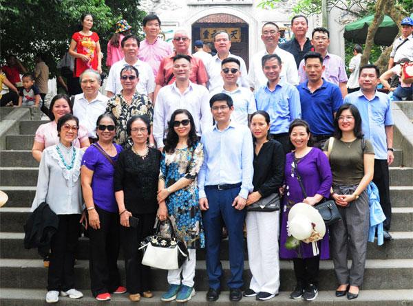 Đoàn kiều bào về với Đền Hùng trong ngày Giỗ Tổ